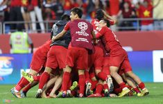 'Vào tứ kết Asian Cup, đây mới là kỳ tích của bóng đá Việt Nam' Asia Cup, Doi Song, Asian, Songs, Song Books