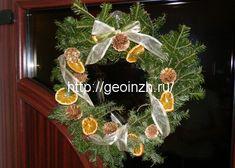 новогодний веночек и апельсиновыми дольками