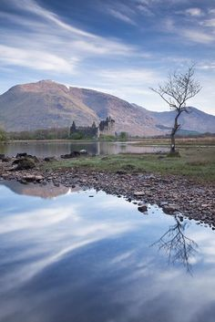 stunning Kilchurn Castle taken on way back from Eigg pic.twitter.com/gxNxmqvhtp