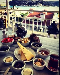 Kahvaltı - could be from our house in Bebek / İstanbul The Breakfast Club, Best Breakfast, Urban Poetry, Chocolate Fondue, Four Square, Istanbul, Healthy Recipes, Desserts, Food