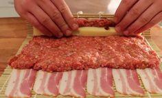 De meeste mensen houden wel van een knapperig stukje bacon, of dat nu tijdens het ontbijt, de lunch of het avondeten is. Maar stel je dan eens voor hoe het is als je het combineert met smeuig gehakt, goede kaas en een heerlijke barbecuesaus. Het resultaat is een gerecht dat superlekker is – BBQ Bacon …