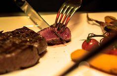 La Maison Leblanc, une Boucherie et un Restaurant où notre plaisir est de partager avec vous notre passion pour la viande. Plus d'informations sur www.maisonleblanc.be ou par téléphone au 04/223.31.43