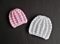 I love this little hat - such a pretty stitch pattern