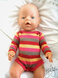 Выкройки есть!!!!Murks by Yaliza: Neue Kleidung für die Puppe Onesie Pattern, American Girl, Baby Born Clothes, Barbie, Baby Alive, Sewing Dolls, Mini Me, Diy Doll, Reborn Babies