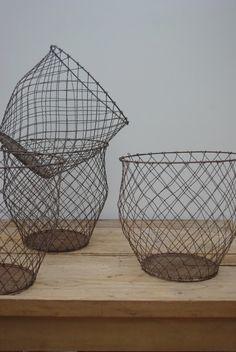 Corbeille fil de fer, forme boule.