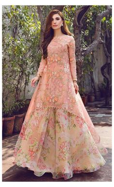 Party Wear Indian Dresses, Designer Party Wear Dresses, Pakistani Dresses Casual, Indian Gowns Dresses, Indian Fashion Dresses, Pakistani Bridal Dresses, Dress Indian Style, Pakistani Dress Design, Indian Wedding Outfits