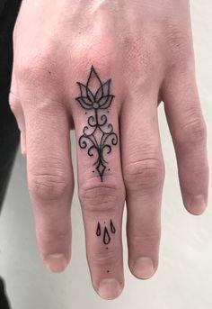 Flower Finger Tattoos, Girl Finger Tattoos, Finger Tattoo For Women, Finger Tattoo Designs, Leg Tattoos, Body Art Tattoos, Small Tattoos, Sleeve Tattoos, Tatoos