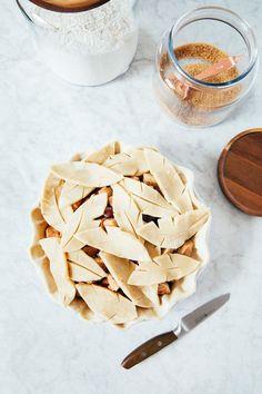 Feels Like Fall | Apple Pie with Gorgeous Leaf Crust