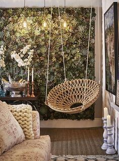 Hanging rocking chair: 50 ideas that combine charm and fun - ChecoPie Cafe Interior Design, Interior Garden, Living Room Decor, Bedroom Decor, Wall Decor, Hanging Papasan Chair, Deco Restaurant, Beauty Salon Decor, Macrame Design