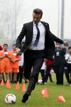 パリ・サンジェルマンMFデイビッド・ベッカム David Beckham That Make a Case for Suits as Soccer Uniforms