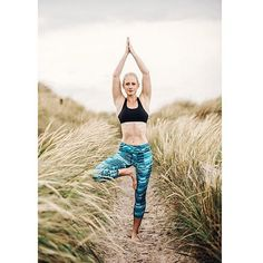 Namasté! Unsere Fabletics Masterin @aannkathrinn beim Yoga in St. Peter Ording  photo credit @arnehoff #yoga #yogainspiration #fitspo #namaste #repost