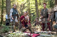 'Outlander' releases first photo of Native American characters Outlander Season 4, Outlander Quotes, Outlander Casting, Outlander Tv Series, Outlander Characters, Outlander Costumes, Drums Of Autumn, Native American Photos, Wayfarer