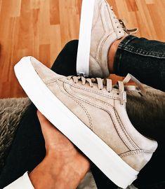 Zapatos casuales · tenis tacon · ☆p i n t e r e s t : zapatillas sneakers, zapatillas adidas, zapatillas vans, zapatos Vans Platform Sneakers, Vans Tennis Shoes, Beige Sneakers, Leather Sneakers, Shoes Sneakers, Cute Shoes, Me Too Shoes, Fashion Mode, Dress Shoes