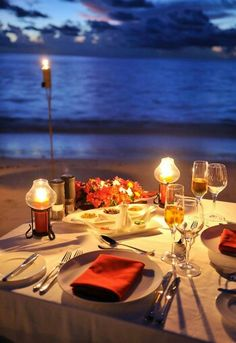 I love this place. My best buddy make a surprise dinner on the beach for me. Am sooo happy!! ;'D