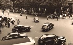 Carros transitando na Avenida Rio Branco, esquina com Rua São José, dezembro de 1950. Arquivo Nacional. Fundo Correio da Manhã. BR_RJANRIO_PH_0_FOT_05088_005