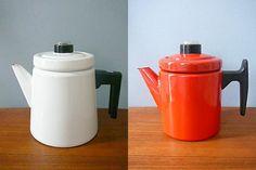 enamel coffee pots designed in the late by Finnish designer Antti Nurmesniemi for Arabia Tea Pots, Enamel, Coffee, Tableware, Vintage, Design, Kaffee, Vitreous Enamel, Dinnerware