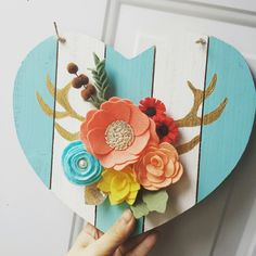 Awesome diy flowers hacks are offered on our site. Sola Wood Flowers, Felt Flowers, Diy Flowers, Fabric Flowers, Paper Flowers, Felt Crafts, Wood Crafts, Diy Crafts, Cuadros Diy