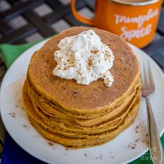 Your family will love these delicious, quick and easy pumpkin pancakes! They taste like pumpkin pie, but are made with simple and nutritious ingredients. Pumpkin Pancakes Easy, Easy Desserts, Dessert Recipes, Yummy Pancake Recipe, Gingerbread Pancakes, Pancakes From Scratch, Halloween Baking, Best Banana Bread, Pumpkin Recipes