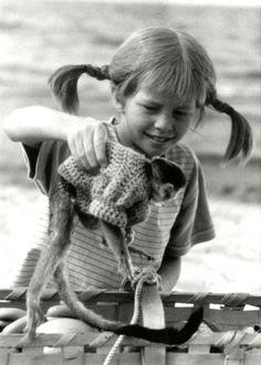 Pippi Longstocking on the Seven Seas Pippi Longstocking, Step Kids, Film Books, Cat People, Black And White Pictures, Childhood Memories, My Hero, Childrens Books, Cartoon