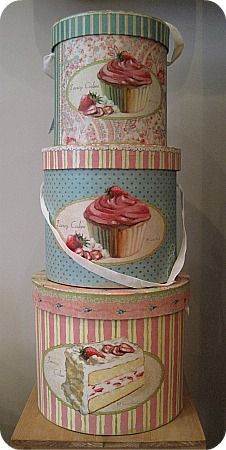 Can revamp my hat boxes like this Vintage Hat Boxes, Decoration Shabby, Decoupage Box, Pretty Box, Nesting Boxes, Altered Boxes, Tin Boxes, Cake Boxes, Vintage Shabby Chic