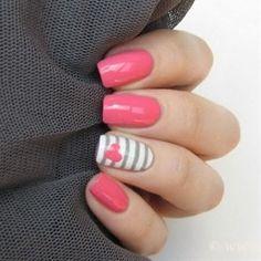 Estas uñas son perfectas para una mujer creativa y positiva, ¿qué te parecen? #uñas #creativa #rosa #corazón #belleza