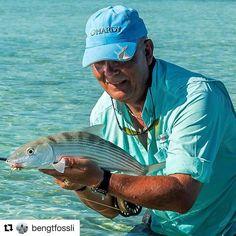 Stillig! Har selv vokst opp med en far som reiste overalt for å fiske. #goodmemories #reiseliv #reisetips #reiseblogger #reiseråd  #Repost @bengtfossli with @repostapp  Fun on the flats of Cuba.  Fishing buddy with nice bone.  #fiske #fluefiske #flyfishing #flyfishingjunkie #flyfishingnation #flyfishingnation #onthefly #bonefish #bonefishonfly #skinnywaterculture #keepemwet #kildentiletrikereliv