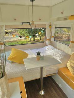 Mini Caravan, Caravan Vintage, Camper Caravan, Vintage Caravans, Camper Interior Design, Campervan Interior, Caravan Makeover, Caravan Renovation, Tent Trailer Camping