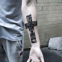 Resultado de imagem para cruz tatuagem masculina