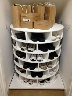 DIY Lazy Susan Shoe Storage This Lazy Susan Shoe Organizer Keeps Your Shoes Neat, Organized, And All in One Place Closet Storage, Diy Storage, Storage Ideas, Bedroom Storage, Storage Solutions, Shoe Storage Life Hacks, Understairs Shoe Storage, Storage Place, Garage Storage