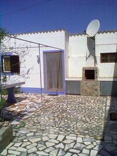 Casa das Lapas Monte Pedrinhas  https://www.facebook.com/AlmogPedrinhas