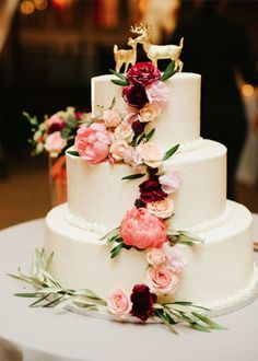 Wedding cake idea; Featured Photographer: LongBrook Photography