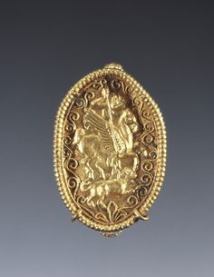 Ring magno-greek, attributed to the Master of St. Euphemia (Calabria) - 340-320 BC, gold. Treasures from the South in the images of the Getty Museum in Malibu.