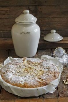 El pastel que os traigo hoy, es una receta muy antigua, con ingredientes básicos, pues ya sabemos todos que hoy tenemos supermercados do...