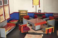 Kids Furniture, Outdoor Furniture Sets, Outdoor Decor, Interiores Design, Geometric Shapes, Vintage Toys, Table, House, Dutch