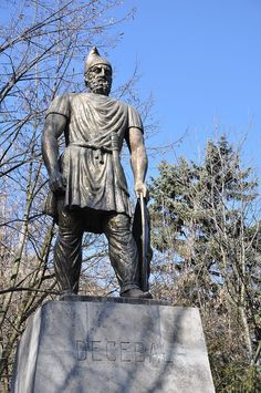 Statue of Decebal - Deva 01 - Decebalus - Wikipedia Ancient History, Batman, Superhero, Fictional Characters, King, Statues, Bears, Rome, Places
