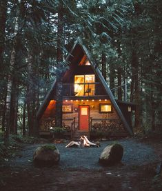 A-frame house Interior Design Home A Frame Cabin, A Frame House, Haus Am See, Cabin In The Woods, Little Cabin, Forest House, Cabins And Cottages, Cozy Cabin, Cabin Homes