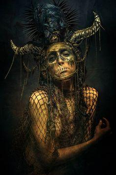 Dark fantasy collides with Sci-Fi in these dark images Dark Art Photography, Ange Demon, Dark And Twisted, Creepy Art, Dark Fantasy Art, Fantasy Makeup, Gothic Art, Dark Beauty, Horror Art