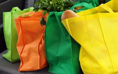 Starting March Austin businesses can no longer hand out single-use shopping bags. Instead, they must provide reusable bags, either plastic at least Reusable Shopping Bags, Reusable Bags, Le Drive, Saving Tips, Saving Money, Money Savers, Time Saving, Save Money On Groceries, Sport Fitness