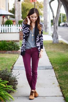 Purple pants outfit, plum pants, purple jeans, burgundy pants, maroon p Purple Pants Outfit, Purple Jeans, Plum Jeans, Fall Winter Outfits, Autumn Winter Fashion, Lila Jeans, Maroon Pants, Burgundy Pants, Casual Outfits