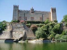 Castillo del Duque de Arion. Malpica de Tajo (Toledo), de estilo mudéjar y construido en ladrillo y adobe, perteneció en el s.XIV a los Gómez de Toledo y en el s.XVII a los marqueses de Malpica, que lo reformaron como vivienda palaciega.