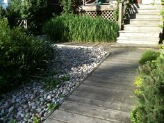 Dock-style walkway.-I want this for the cottage.