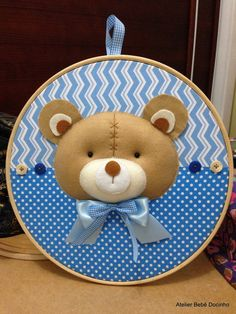 Quadro Maternidade Bastidor Ursinho Baby Crafts, Nursery Room, Scrap, Baby Boy, Teddy Bear, Baby Shower, Toys, Door Hanger Baby, Baby Deco