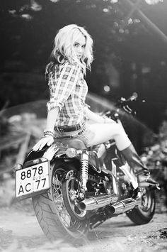3 Easy And Cheap Useful Ideas: Harley Davidson Home Decor Wall Art harley davidson man cave products.Harley Davidson Roadster harley davidson old school motorbikes. Lady Biker, Biker Girl, Biker Boys, Triumph Motorcycles, Harley Davidson Motorcycles, Custom Motorcycles, Davidson Bike, Custom Bikes, Motos Sexy