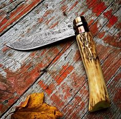 Stag & Damascus Opinel Cool Knives, Knives And Tools, Knives And Swords, Damascus Knife, Damascus Steel, Knife Photography, Opinel Knife, Diy Knife, Bushcraft