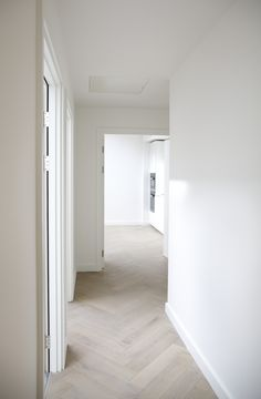 whitewashed herringbone wood floros in hallway decor with white walls, White Linen Walls & Pale Lime Wash Fishbone Flooring Living Room Interior, Interior Design Living Room, Design Bedroom, Planchers En Chevrons, Interior Design And Construction, Herringbone Wood Floor, Herringbone Pattern, Living Room Flooring, Hallway Decorating