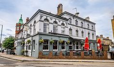 Only a 15 minute walk away from the Wimbledon Tennis Club, Dog and Fox is Located in  the heart of Wimbledon. The hotel offers beautifully decorated 17 rooms with telephone, TV, tea, and coffee making facilities.