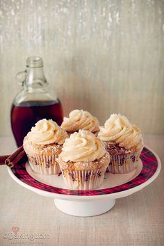 FRENCH TOAST Cupcakes with Maple Buttercream. Yummmm.... The cinnamon and nutmeg in these soft, light cupcakes is wonderful, creating a seriously sublime cupcake.