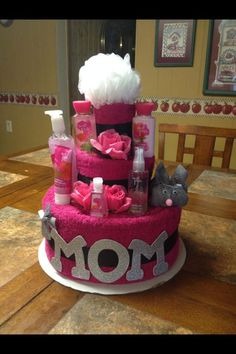 Spa towel cake, if you would want a cake decoration. It has the necessities of a woman for her hygiene. Homemade Mothers Day Gifts, Great Mothers Day Gifts, Mothers Day Crafts, Homemade Gifts, Mother Day Gifts, Mothers Day Presents, Grandma Gifts, Gift For Mother, Ideas For Mothers Day