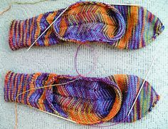 Achilles' heel - need to make some socks and try this out! Crochet Socks, Knitted Slippers, Knitting Socks, Crochet Yarn, Free Knitting, Knitting Magazine, Knit Picks, Knitting Accessories, Knitting Projects