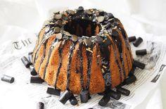 Mehevä lakritsikakku täynnä mustaa makiaa. Decadent Liquorice Cake